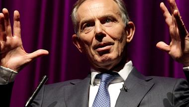 Miután megoldotta a közel-keleti konfliktust, Tony Blair most az antiszemitizmust irtja ki