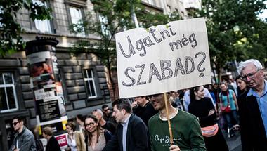 Itt vannak a számok, így befolyásolják Orbánék a médiát