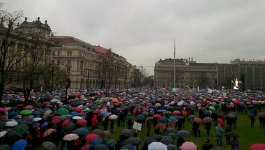 A jó és a rossz csönd tüntetése