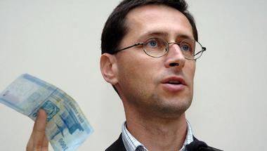 Varga: Aki nem támogatja a letelepedési offshore bizniszt az kommunista