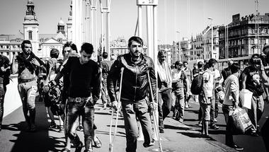 Exodus – Egy éve indultak gyalog útnak a menekültek, hogy elhagyják Magyarországot