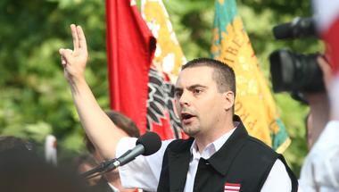 Vona kirúgná a parlament jobbikos alelnökét, a párt szóvivőjét és új képviselőjét is!