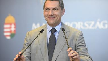Lázár szerint, aki feljelenti a magyar EU-s pénzek ellopását, az a rákosisták és nyilasok szellemi örököse