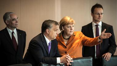 Angela Merkel és a magyar ellenzék elfogult nyugatimádata