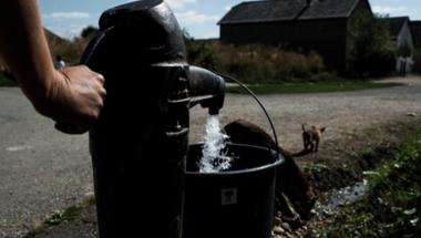 Hőségriadóban sem maradhat senki víz nélkül csak azért, mert szegény!