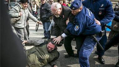 Fidesz szimpatizáns ütötte az újságírót a Múzeum körúton