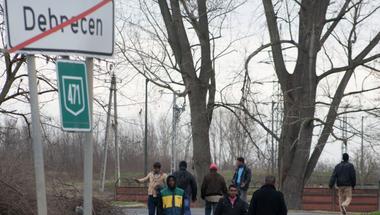 Lex Kósa - menedékkérők rács mögött