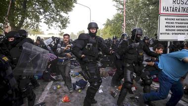 2006 óta csak a szerepek változtak a magyar politikában - rendőrségi videó Röszkéről