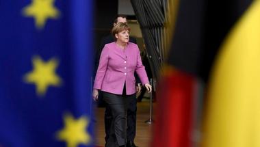 Szuperhős, báránybőrbe bújt farkas vagy a német exportőrök ügynöke? Angela Merkel újrázna