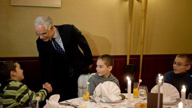 A médiában támogatta, a Parlamentben leszavazta a Fidesz a gyermekéhezés felszámolásáról szóló javaslatot
