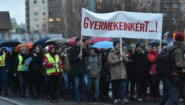 Semmi gond nincs azzal, hogy az ellenzéki pártok támogatják az oktatási tiltakozást