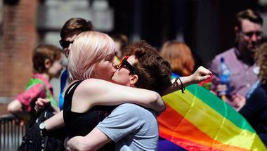 Európa megtolta az egyenjogúság szekerét: az azonos nemű párkapcsolat is védendő érték