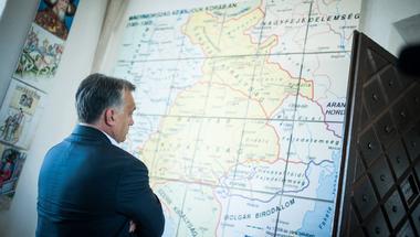 Orbán eldönthetné végre, hogy jó-e a kivándorlás vagy sem