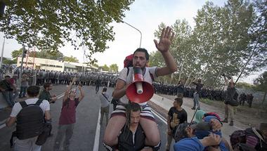 Megbukott terrorizmusvádak, kivizsgálatlan TEK-es erőszak: semmi sem stimmel a röszkei összecsapás utóéletében
