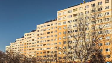 Egekbe szöknek az albérleti díjak: a Fidesz lakáspolitikájának kudarca
