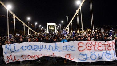 Két évvel a HaHa indulása után, a hosszú Magyar Őszben