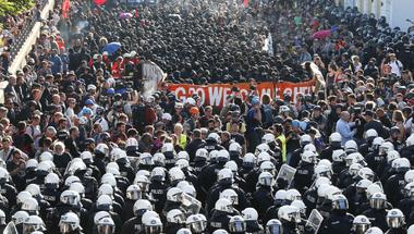 Üdv a pokolban: Ki a felelős a Hamburgban elszabadult káoszért?
