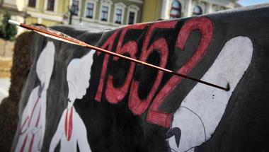 A semmiből felhangzó Allahu Akbar kiáltásba lőtte bele nyílvesszejét a Fideszes képviselő haverja