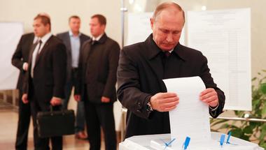 Putyin irányított demokráciája intő jelként szolgálhat Magyarország számára