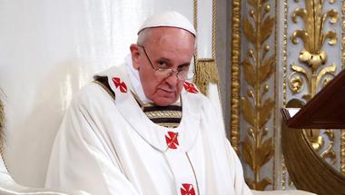 Aki nincs velünk… Bayer Zsolt szerint már a pápát is megvették a tudjukkik