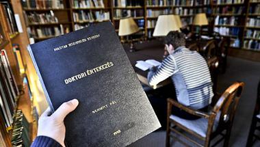 A Schmitt-dolgozat fordítás, és még annak is gyenge