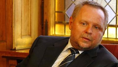 Rémisztő csöndben végzi ki saját oligarcháját Orbán Viktor
