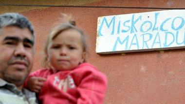 Stadion parkolóháza épülne a lerombolt házuk helyén - tüntetnek Miskolcon