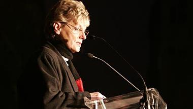 Amikor Hoffman Rózsa beszélt a civil oktatási tüntetésen, és a  gyerekeket dolgozattal büntették