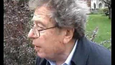 Konrád György beszélget a Kettős Mérce stábjával