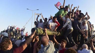 """Két nappal a puccskísérlet után: a """"demokrácia"""" jelenleg Törökországban"""