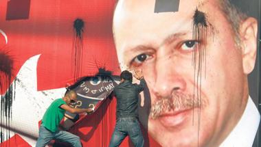 Török választások: Erdogan pártja nem tud egyedül kormányt alakítani
