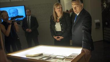 Schmidt Mária elképesztő hűségesküje azt jelzi, a háttérben keményen zajlik a Simicska-Orbán háború