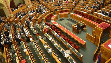 A Fideszesek leszarják az alkotmányozást?