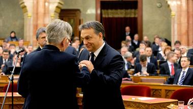Orbán: én döntöttem el, ki kap pénzt és ki nem