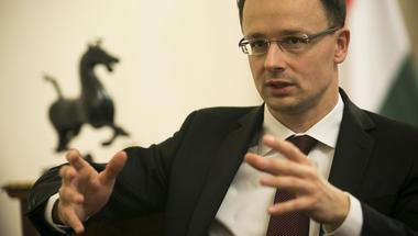 Kultúrrasszista javaslattal próbálja fényezni Magyarországot Szijjártó!