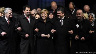 """Terror: nem a mi nevünkben""- muszlimok tüntettek Berlinben, Merkel is velük tartott"
