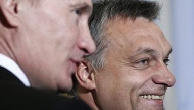 Orbán csak a demokrácia szolgája