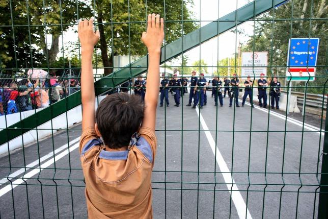 20150914szerbiua-horgokiroszke-hataratkelo-regi-menekultek.jpg
