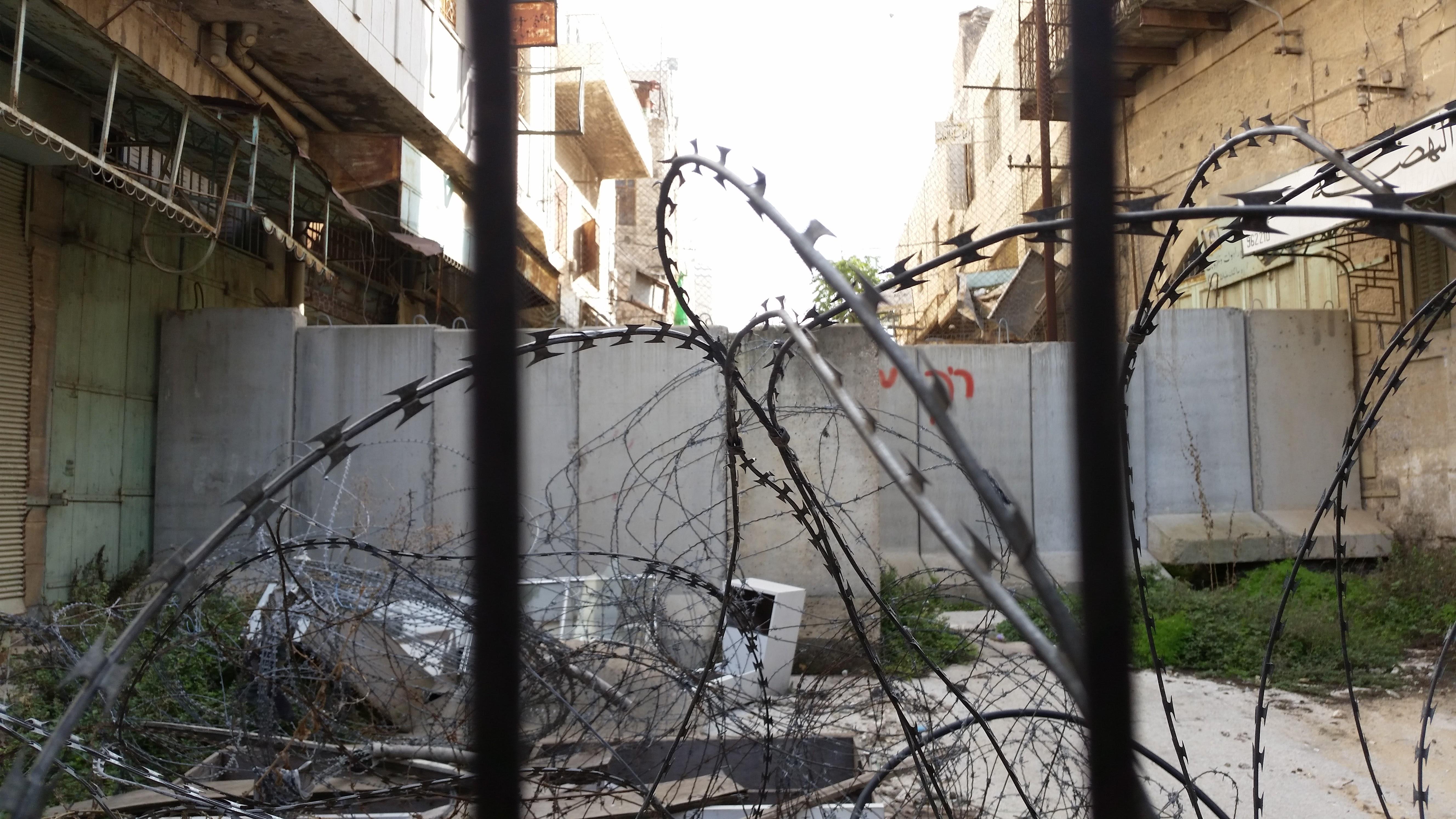 Az Al-Shuhada utca egy másik lezárt bejárata Herbonban.<br />