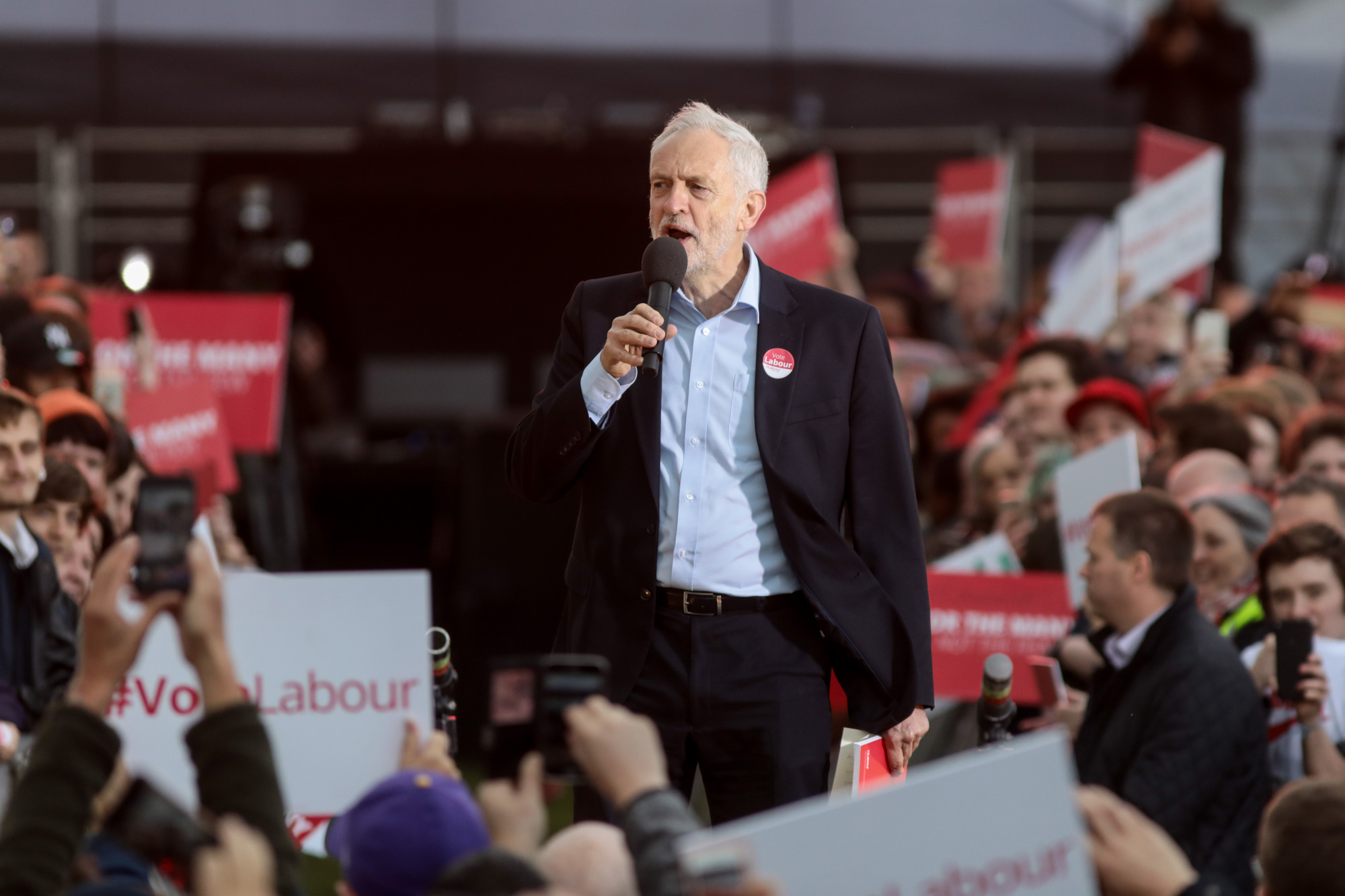 f-corbyn-a-20170608.jpg