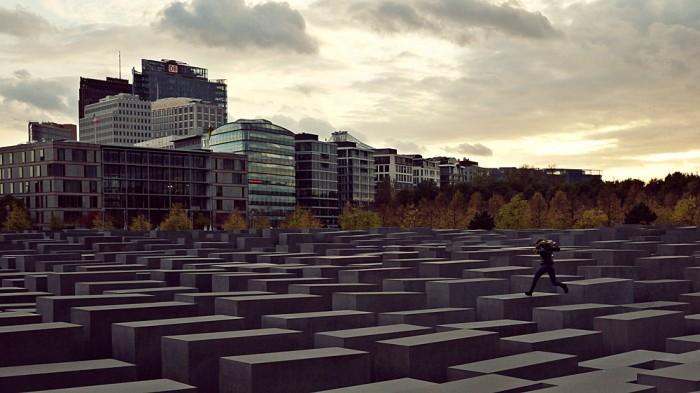 holocaust_emlekmu_berlin_peter_eisenman_foto_wikimedia.jpg
