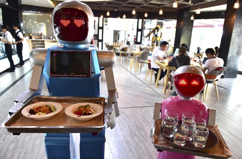 robot-lunch-crew-1024x674.jpg