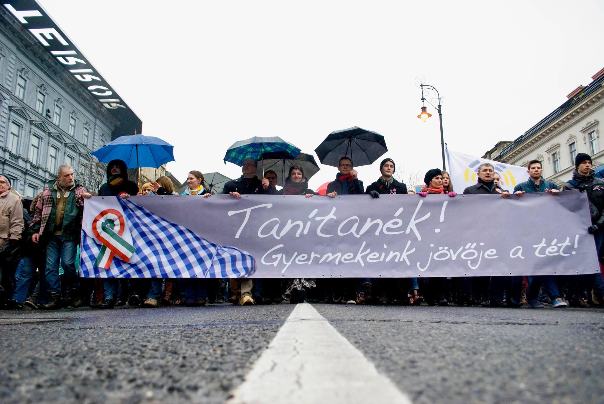 tanitanek-tuntetes-marc-15-csoszo-gabi.jpg