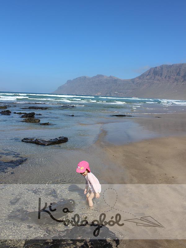 Famara hihetetlen hullámai, homokja és hegyei.