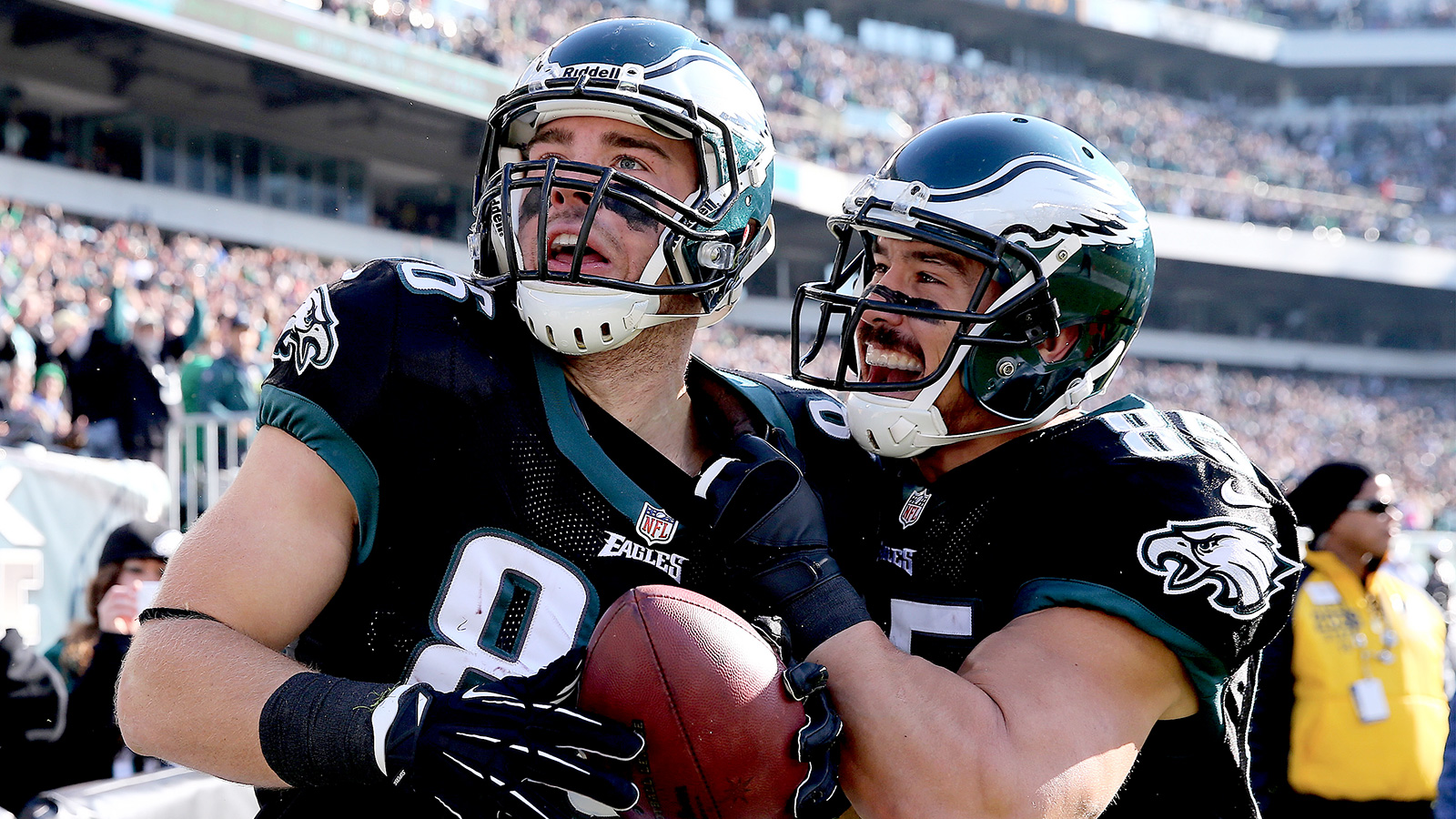 120113-NFL-EAGLES-ZACH-ERTZ-JAMES-CASEY-DC-PI-CQ.jpg