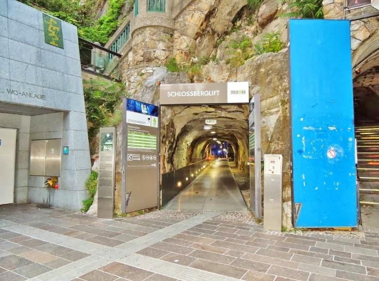 schlossberglift-entrance-to-elevator-and-public-restroom-wc-facilty-on-schlossbergplatz-square.JPG