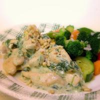 Gorgonzolás-spenótos csirkefalatok párolt zöldségkörettel