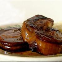 Göngyölt párolt császárhús mézes szójaszószban sütve...