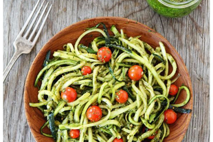Recept: Cukkini tészta pestoval, koktélparadicsommal
