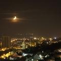 Hold a város felett